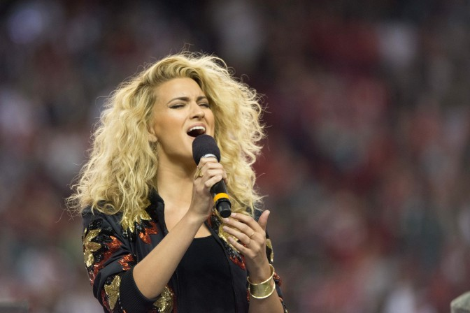 Tori Kelly Hits The Georgia Dome And Surprises Fan In Florida