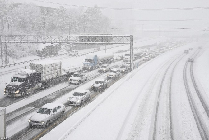 Federal Government Closes and 6000 Flights Are Canceled As Winter Storm Jonas Arrives