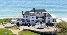 This beautiful waterfront home was purchased by Taylor for an estimated 17 million dollars. It's a whomping 11,000 square feet and is located in Rhode Island. She has been known to entertain quite a few guests, which wouldn't a problem with a home this size.