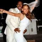 Nick-Cannon-and-Mariah-Carey-pose-for-a-photoshoot