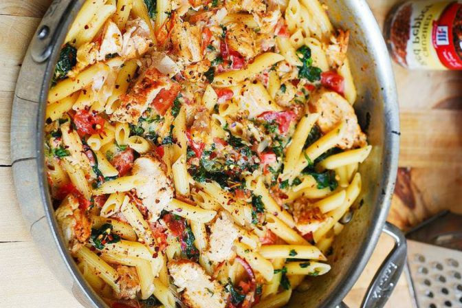 What's For Dinner? Try this Chicken and Bacon Pasta with Spinach and Tomatoes in Garlic Cream Sauce!
