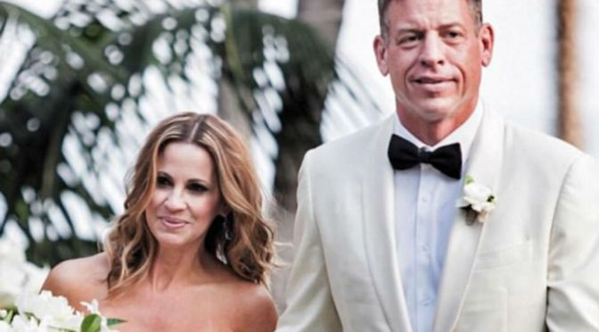 Former Dallas Cowboys QB Troy Aikman Marries Sweetheart In California