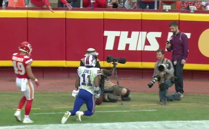 Buffalo Bills' WR Zay Jones Appears To Levitate After Missing Pass