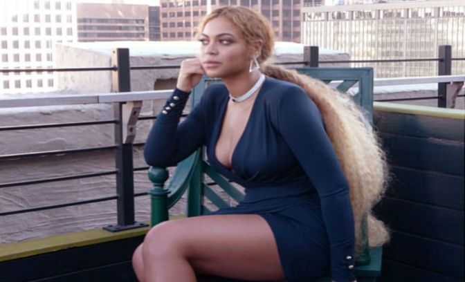 Style Stunner: Beyonce Looks Gorgeous In Extensions And Alexander Vauthier Dress