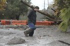 47F35F1A00000578-5253561-Carpinteria_resident_Scott_Mayfield_walks_through_the_mud_on_Foo-a-15_1515607203128