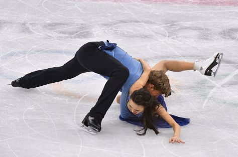american-ice-dance-duo-madison-chock-and-evan-bates-suffer-shocking-fall-in-long-program
