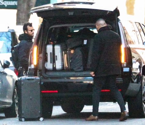 justin-theroux-luggage.jpg